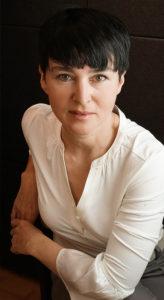 Christine-Halbig-Portrait-Hut-Fascinator-Muenchen-Huete