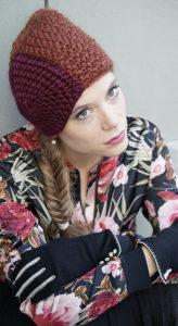 Marina, zweifarbige handgehäkelte Mütze aus feiner Merinowolle. Hüte Christine Halbig - München