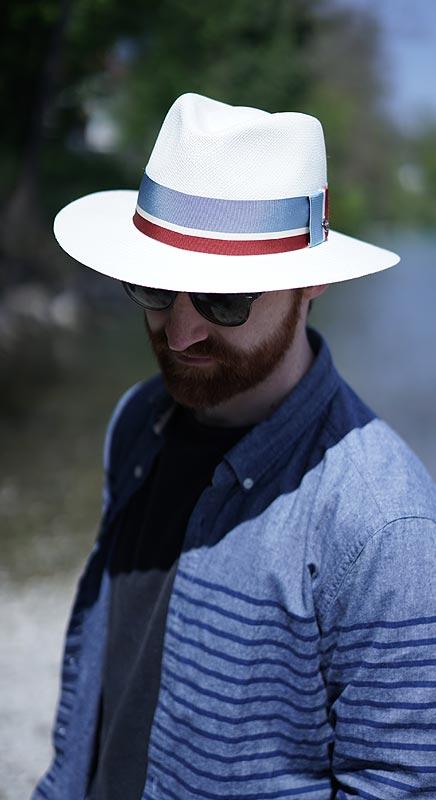 Harry. Handgeflochtener Panamahut mit unserem Lieblings-Streifenband.