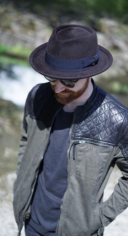 Jones. Lässiger Hut mit breiter Krempe.