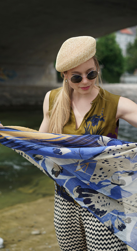 Wir führen auch im Sommer die wunderschönen Tücher aus Japan. Seide und Baumwolle ist eine angenehme Materialkombination. Die Muster wunderschön.