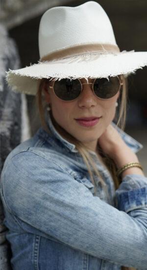 Steffi. Der klassische Herren-Panamahut kann auch richtig cool aussehen.