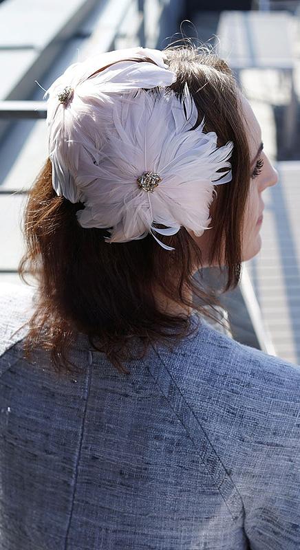 Mirabell. Haarreif ganz aus Federblüten.